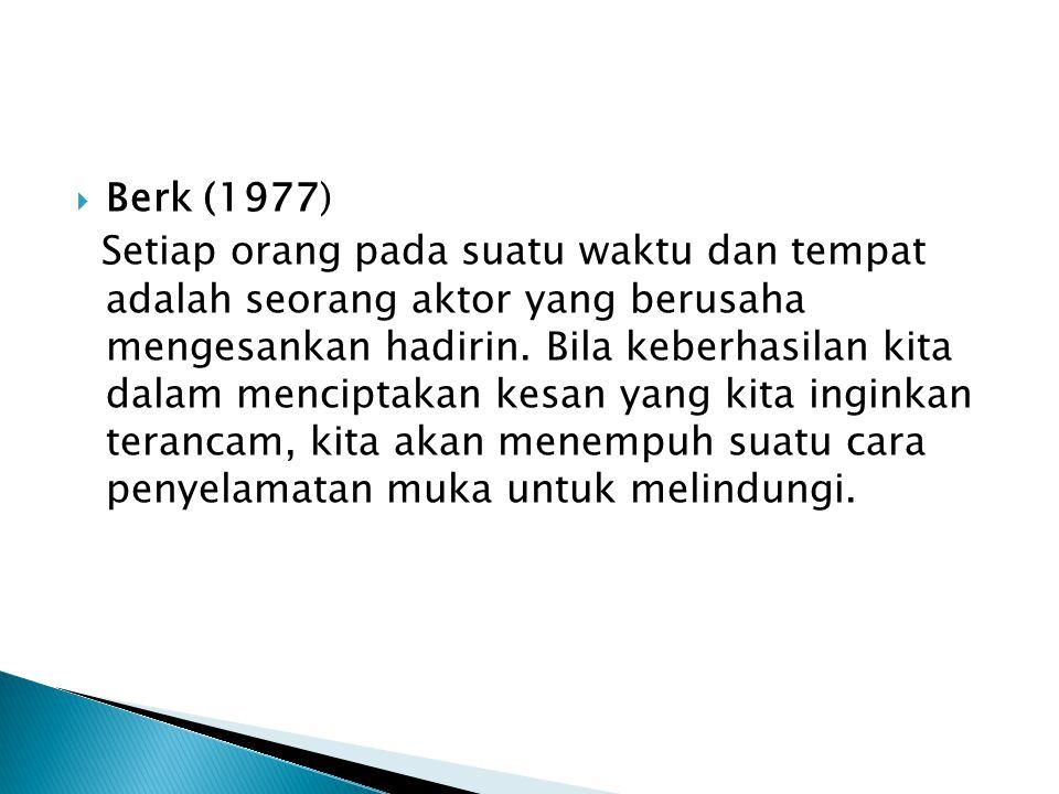  Berk (1977) Setiap orang pada suatu waktu dan tempat adalah seorang aktor yang berusaha mengesankan hadirin.