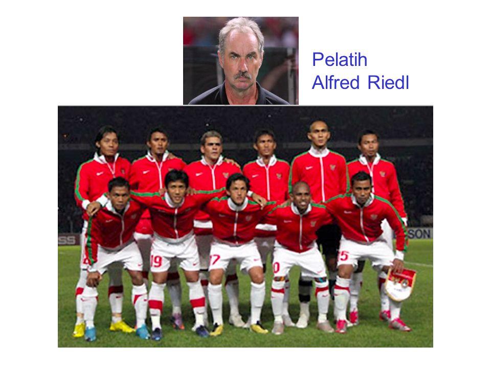 Pelatih Alfred Riedl