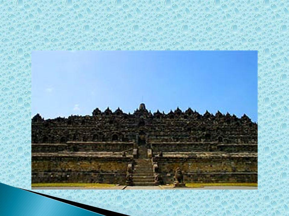  Arti nama Borobudur yaitu biara di perbukitan , yang berasal dari kata bara (candi atau biara) dan beduhur (perbukitan atau tempat tinggi) dalam bahasa Sansekerta.