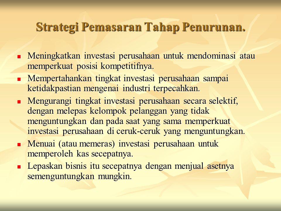 Strategi Pemasaran Tahap Penurunan. Meningkatkan investasi perusahaan untuk mendominasi atau memperkuat posisi kompetitifnya. Meningkatkan investasi p