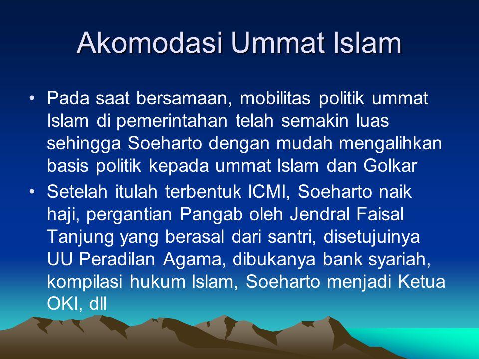 Akomodasi Ummat Islam Pada saat bersamaan, mobilitas politik ummat Islam di pemerintahan telah semakin luas sehingga Soeharto dengan mudah mengalihkan