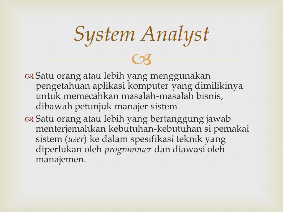   Mengidentifikasikan masalah-masalah dari pemakai/user  Menyatakan secara spesifikasi sasaran yang harus dicapai untuk memenuhi kebutuhan user  Memilih alternatif-alternatif metode pemecahan masalah  Merencanakan dan menerapkan rancangan sistemnya sesuai dengan permintaan user Fungsi System Analyst