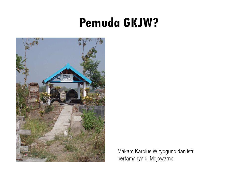 Pemuda GKJW? Makam Karolus Wiryoguno dan istri pertamanya di Mojowarno