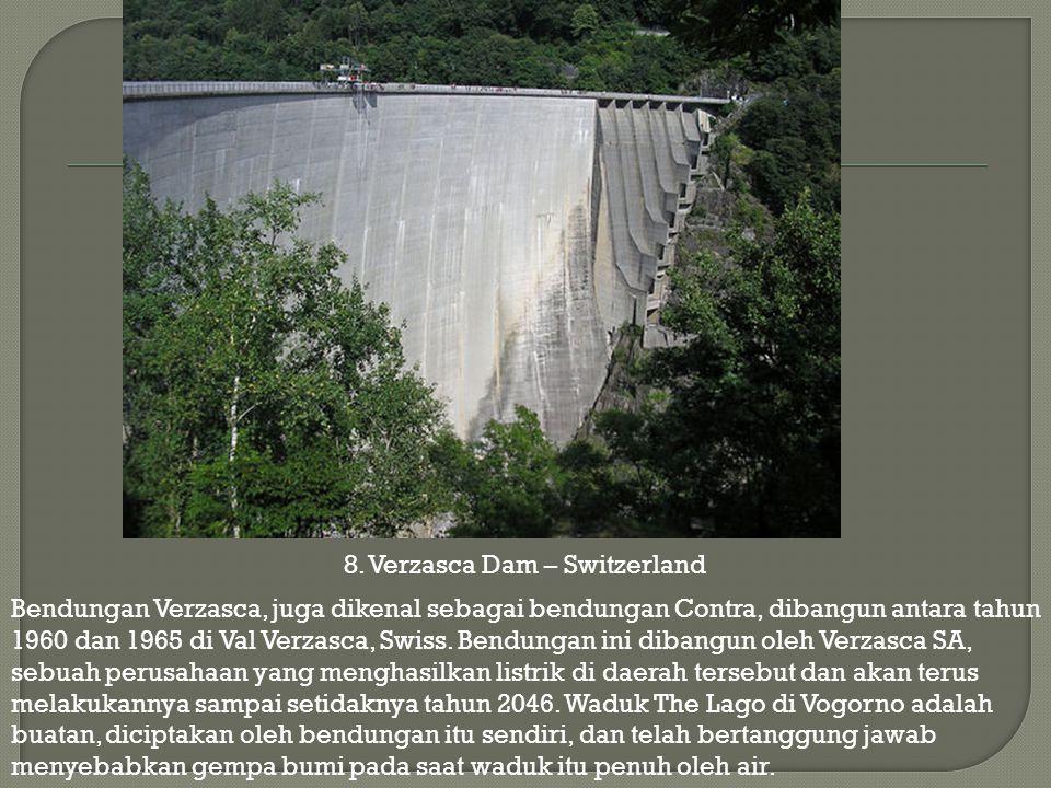 Bendungan Verzasca, juga dikenal sebagai bendungan Contra, dibangun antara tahun 1960 dan 1965 di Val Verzasca, Swiss. Bendungan ini dibangun oleh Ver