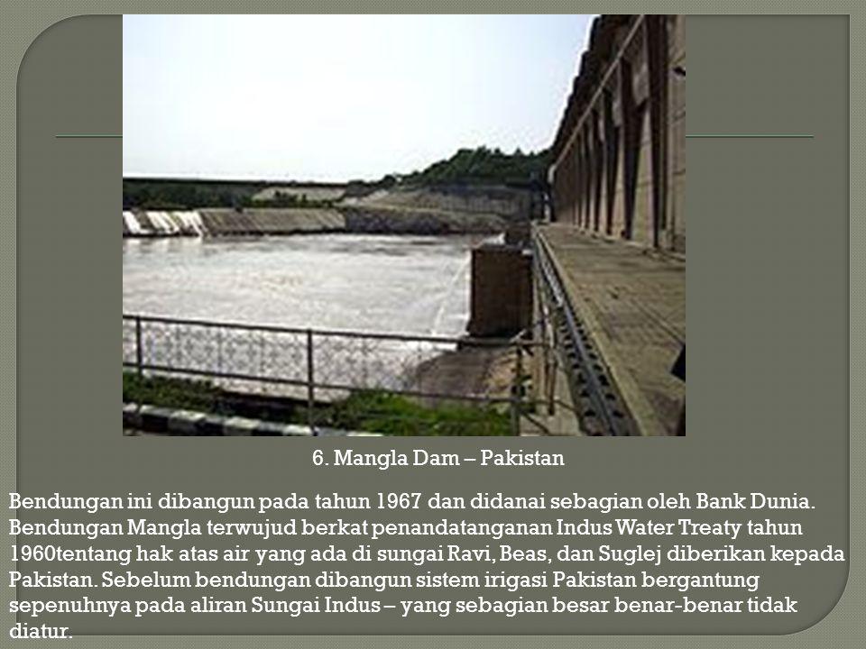 Bendungan ini dibangun pada tahun 1967 dan didanai sebagian oleh Bank Dunia. Bendungan Mangla terwujud berkat penandatanganan Indus Water Treaty tahun