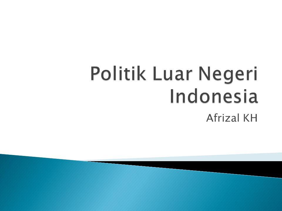  Politik luar negeri adalah strategi dan taktik yang digunakan oleh suatu negara dalam hubungannya dengan negara- negara lain.