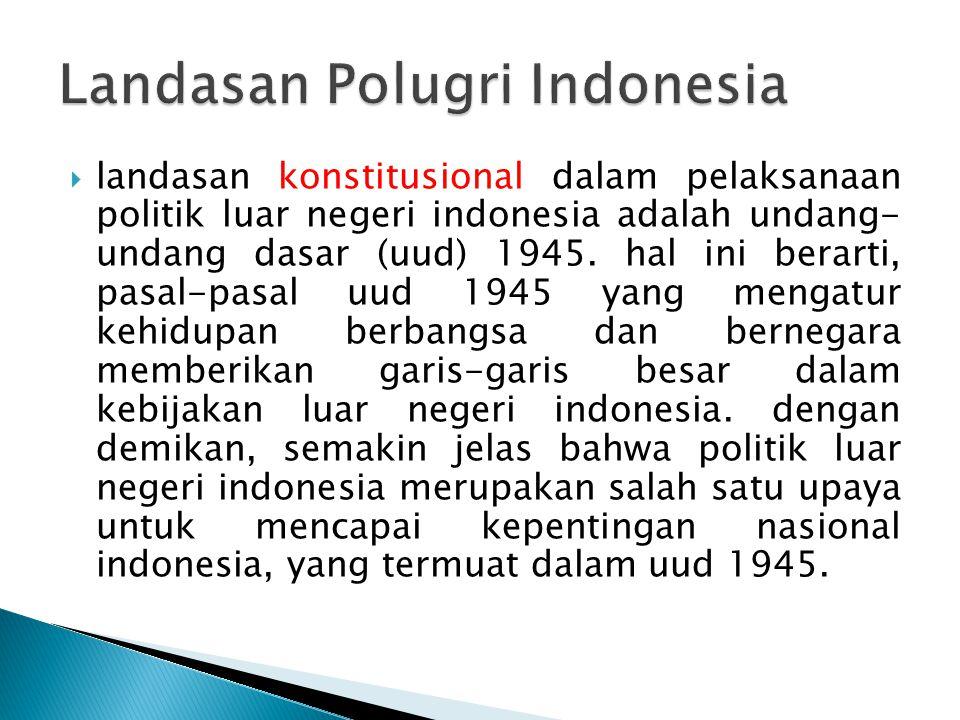  landasan konstitusional dalam pelaksanaan politik luar negeri indonesia adalah undang- undang dasar (uud) 1945. hal ini berarti, pasal-pasal uud 194