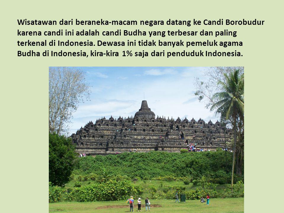 Wisatawan dari beraneka-macam negara datang ke Candi Borobudur karena candi ini adalah candi Budha yang terbesar dan paling terkenal di Indonesia. Dew