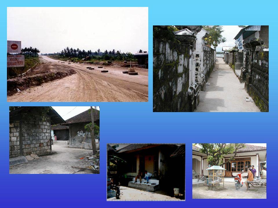 Rumah adat (ciri umum) Bukan panggung Satu lantai Bukan kayu Mata pencaharian utama : nelayan
