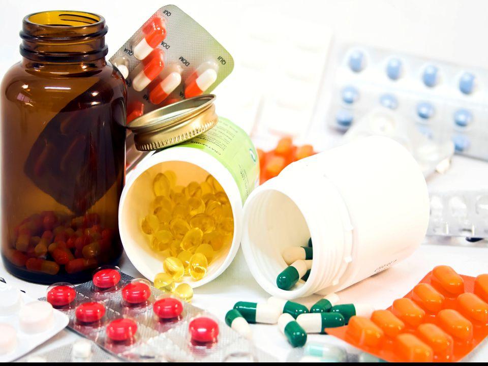 FASE FARMAKOKINETIK - FARMAKODINAMIK KETERSEDIAAN FARMASETIK ABSORBSI PO INHALASI TRANSDERMAL (EFEK SISTEMIK) MATA (EFEK SISTEMIK) PEREDARAN DARAH OBAT BEBAS (KETERSIDAAN HAYATI) IV RESEPTOR RESPON BIOLOGIS DEPO PENYIMPANAN IM METABOLISME EKSKRESI bioinaktivasi bioktivasi