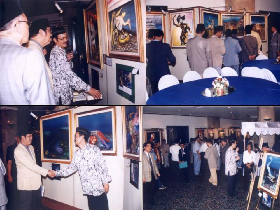 "Dan pameran lukisan dengan judul ""Bumi Itu Al-Quran"" Di Hotel Sahid Jakarta 14 Juni 2000 itu dibuka Menteri Agama RI Menghadirkan 41 lukisan bumi"