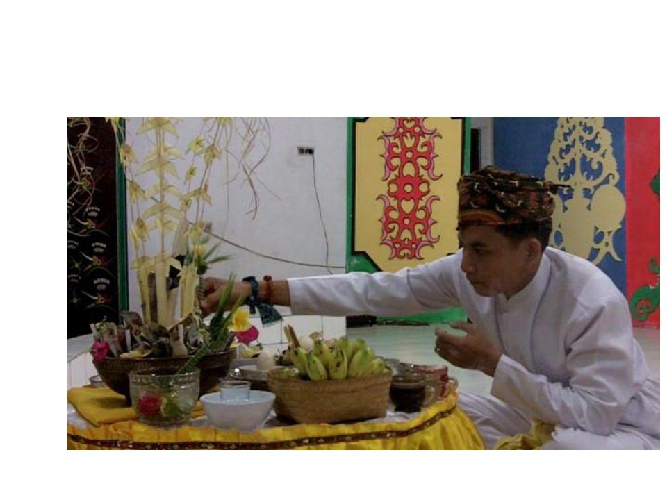 12/14/2014 Pertemuan agama Asli dengan agama lain Sebagai tantangan gereja adalah jebakan kolonialisme dan sekularisme.