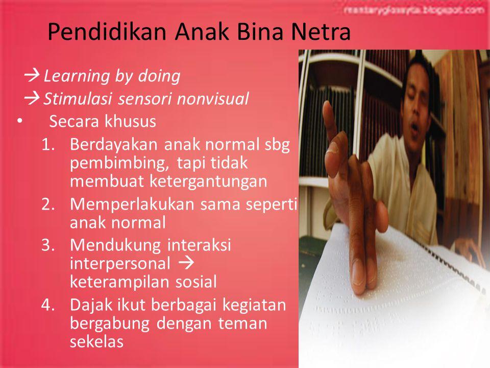 Pendidikan Anak Bina Netra  Learning by doing  Stimulasi sensori nonvisual Secara khusus 1.Berdayakan anak normal sbg pembimbing, tapi tidak membuat
