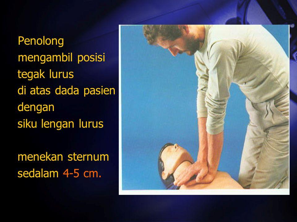 Penolong mengambil posisi tegak lurus di atas dada pasien dengan siku lengan lurus menekan sternum sedalam 4-5 cm.