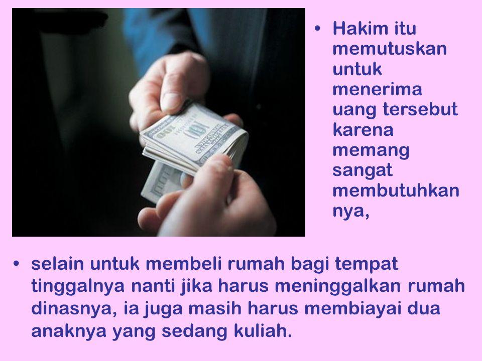 selain untuk membeli rumah bagi tempat tinggalnya nanti jika harus meninggalkan rumah dinasnya, ia juga masih harus membiayai dua anaknya yang sedang