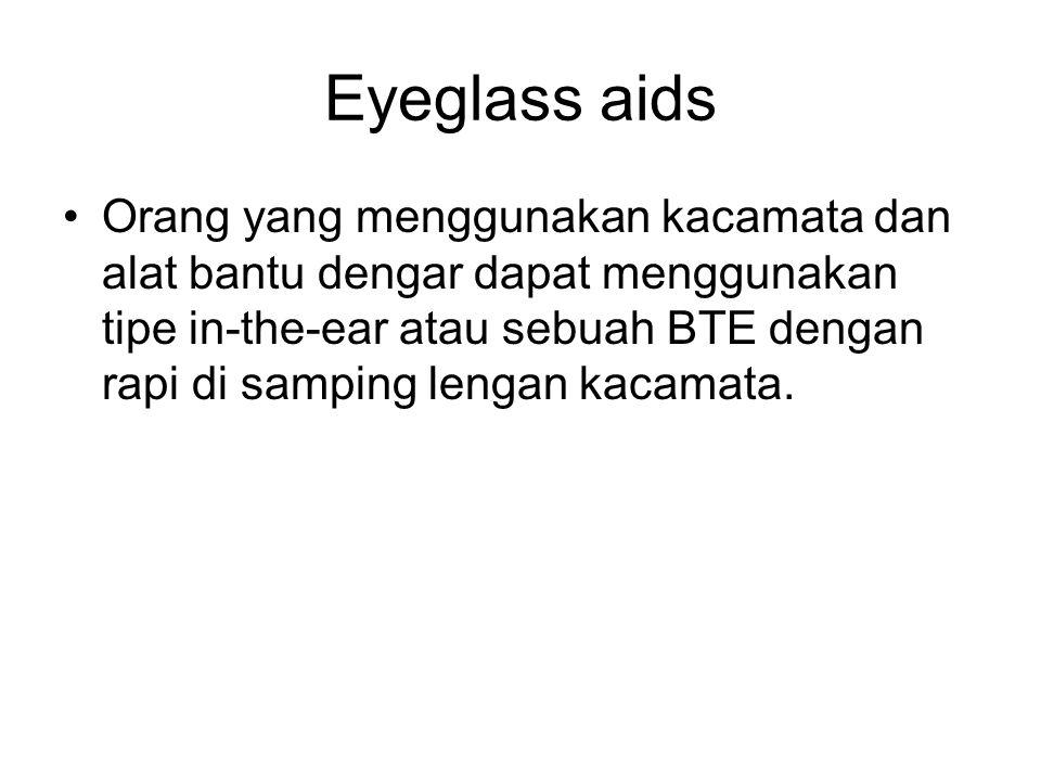 Eyeglass aids Orang yang menggunakan kacamata dan alat bantu dengar dapat menggunakan tipe in-the-ear atau sebuah BTE dengan rapi di samping lengan ka