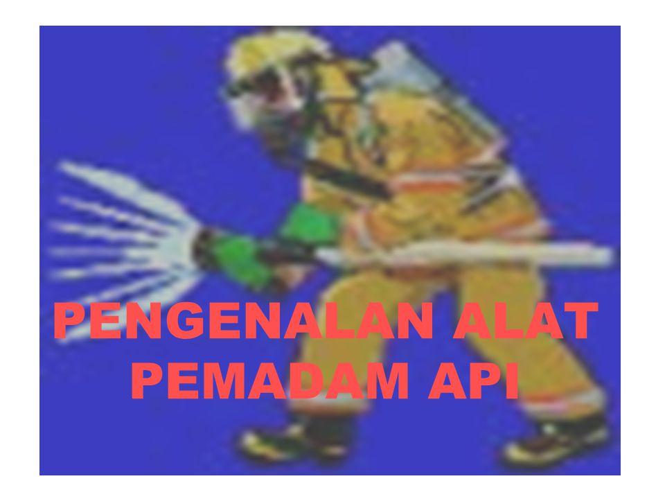 YANG HARUS DIPERHATIKAN PADA SAAT PEMADAMAN API Posisi pemadaman harus membelakangi arah datangnya angin Pergunakan alat pelindung diri Penyelamatan nyawa manusia yang paling utama Pergunakan alat pemadam api yang sesuai Informasikan keadaan darurat secepatnya kepada petugas pemadam kebakaran daerah/wilayah