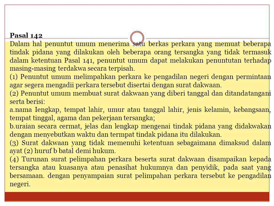 Pasal 142 Dalam hal penuntut umum menerima satu berkas perkara yang memuat beberapa tindak pidana yang dilakukan oleh beberapa orang tersangka yang ti