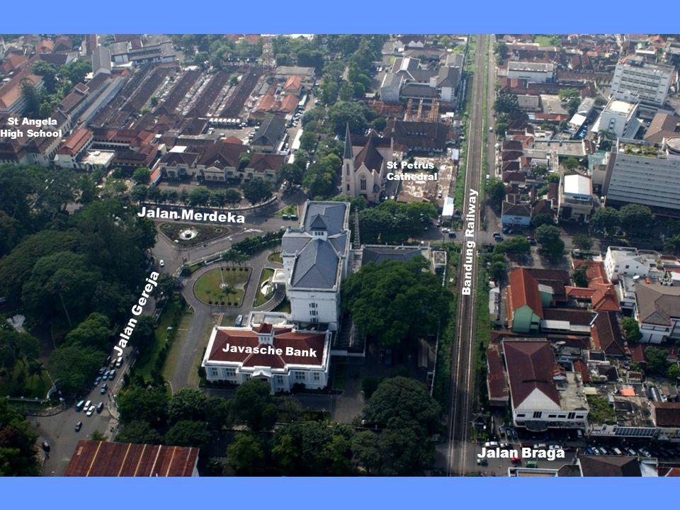 Kantor Balai Kota Praja Bandung (Bandung City Hall) St Angela High School Jalan Aceh Jalan Wastukancana Jalan Merdeka