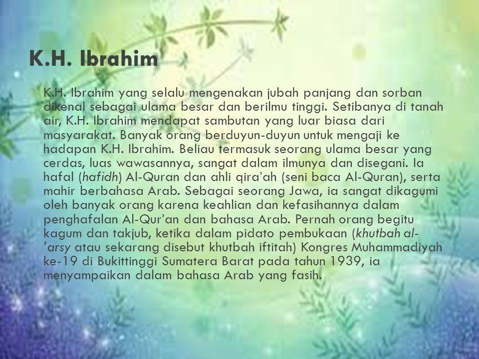 K.H. Ibrahim yang selalu mengenakan jubah panjang dan sorban dikenal sebagai ulama besar dan berilmu tinggi. Setibanya di tanah air, K.H. Ibrahim mend
