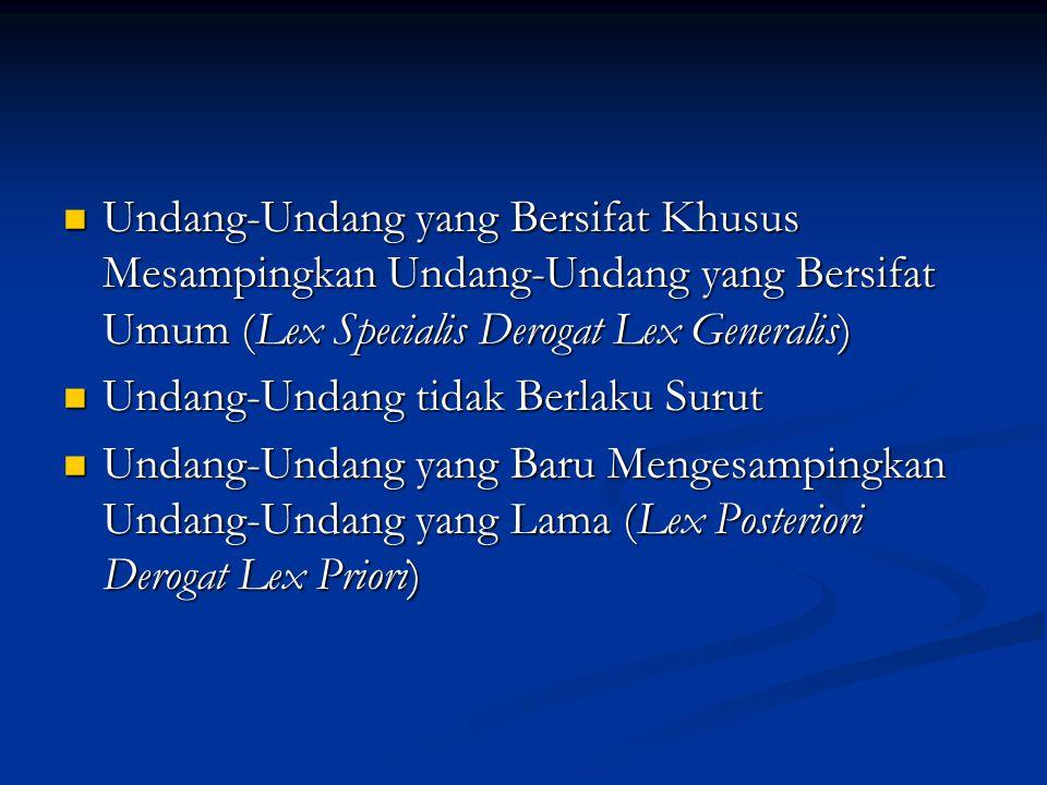 Undang-Undang yang Bersifat Khusus Mesampingkan Undang-Undang yang Bersifat Umum (Lex Specialis Derogat Lex Generalis) Undang-Undang yang Bersifat Khusus Mesampingkan Undang-Undang yang Bersifat Umum (Lex Specialis Derogat Lex Generalis) Undang-Undang tidak Berlaku Surut Undang-Undang tidak Berlaku Surut Undang-Undang yang Baru Mengesampingkan Undang-Undang yang Lama (Lex Posteriori Derogat Lex Priori) Undang-Undang yang Baru Mengesampingkan Undang-Undang yang Lama (Lex Posteriori Derogat Lex Priori)