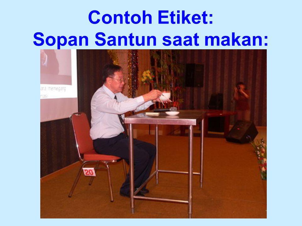 Contoh Etiket: Sopan Santun saat makan: