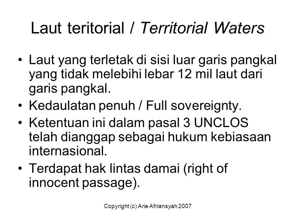 Laut teritorial / Territorial Waters Laut yang terletak di sisi luar garis pangkal yang tidak melebihi lebar 12 mil laut dari garis pangkal. Kedaulata