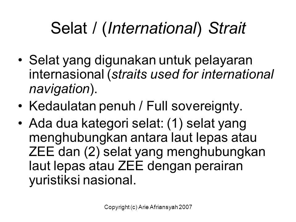 Selat / (International) Strait Selat yang digunakan untuk pelayaran internasional (straits used for international navigation). Kedaulatan penuh / Full
