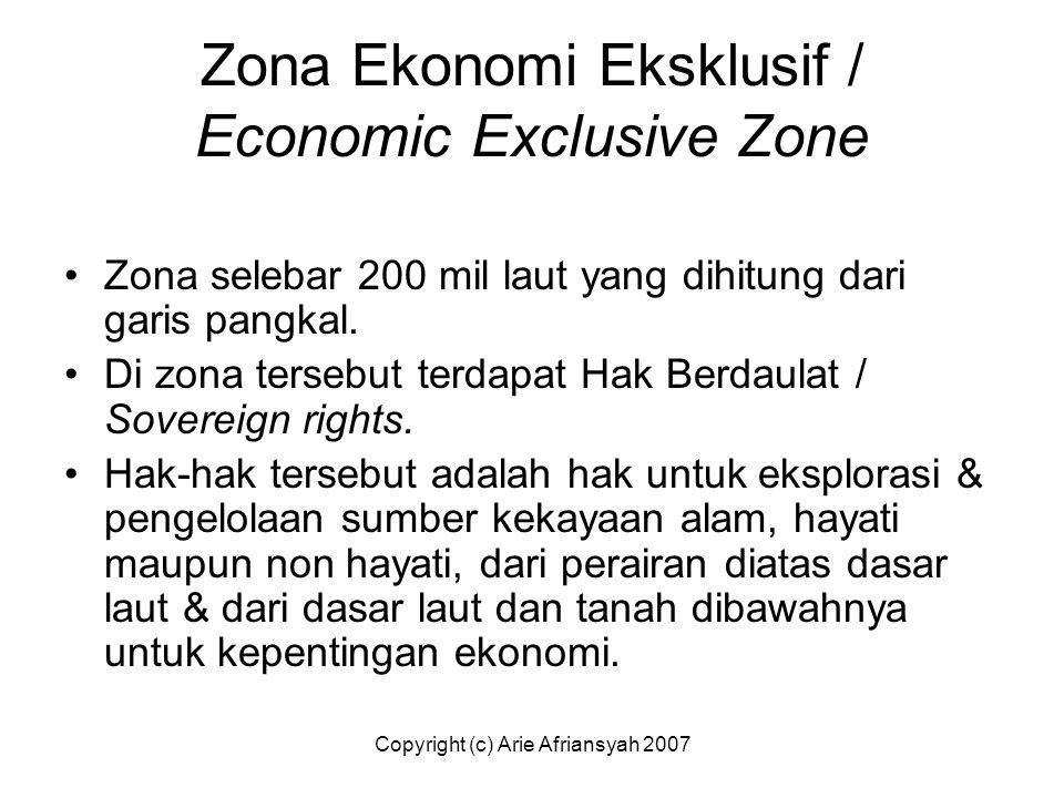 Zona Ekonomi Eksklusif / Economic Exclusive Zone Zona selebar 200 mil laut yang dihitung dari garis pangkal. Di zona tersebut terdapat Hak Berdaulat /