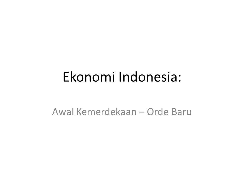 Ekonomi Tahun 1960-an Pada pertengahan dekade 1960-an, banyak pengamat ekonomi putus asa pada kemungkinan terjadinya kemajuan ekonomi di Indonesia Banjamin Higgins (1968): Indonesia haruslah dianggap sebagai negara yang tingkat kegagalannya berada pada posisi teratas di antara negara-negara yang paling terbelakang.