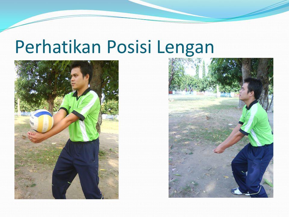 Posisi Kaki Ada dua macam cara dalam mengatur posisi kaki saat melakukan passing bawah yaitu : Kedua Kaki sejajar, Salah satu kaki berada didepan.
