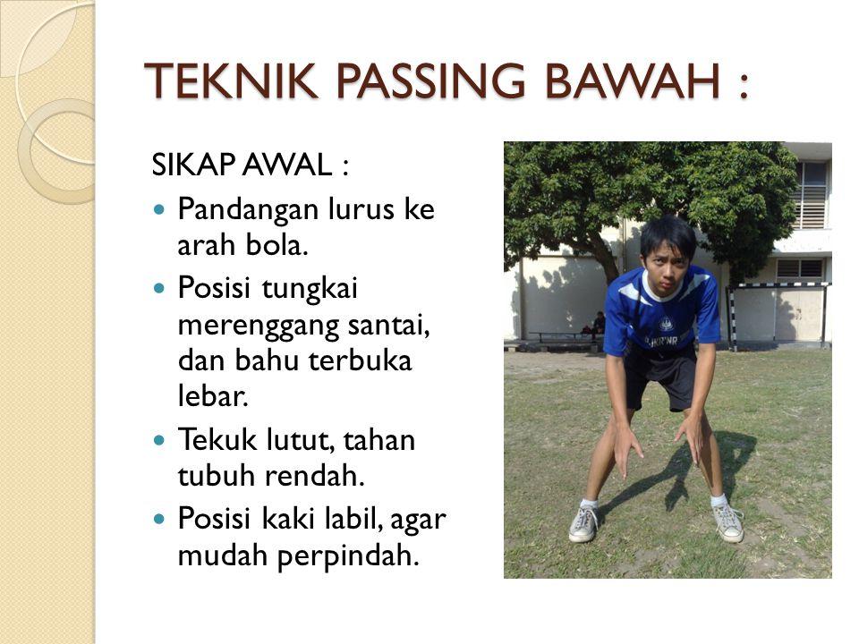 TEKNIK PASSING BAWAH : SIKAP AWAL : Pandangan lurus ke arah bola. Posisi tungkai merenggang santai, dan bahu terbuka lebar. Tekuk lutut, tahan tubuh r