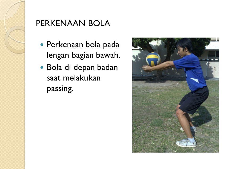PERKENAAN BOLA Perkenaan bola pada lengan bagian bawah. Bola di depan badan saat melakukan passing.