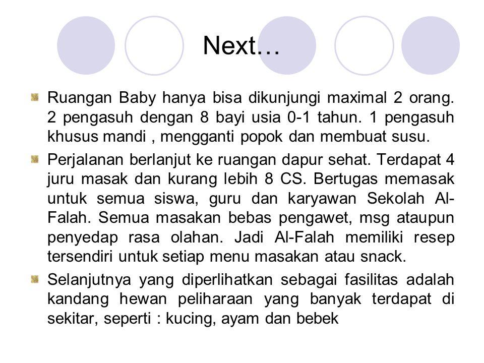 Next… Ruangan Baby hanya bisa dikunjungi maximal 2 orang. 2 pengasuh dengan 8 bayi usia 0-1 tahun. 1 pengasuh khusus mandi, mengganti popok dan membua