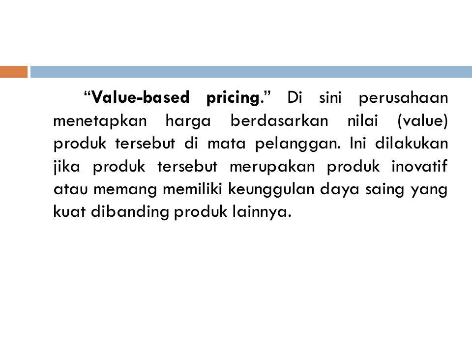 """""""Value-based pricing."""" Di sini perusahaan menetapkan harga berdasarkan nilai (value) produk tersebut di mata pelanggan. Ini dilakukan jika produk ters"""