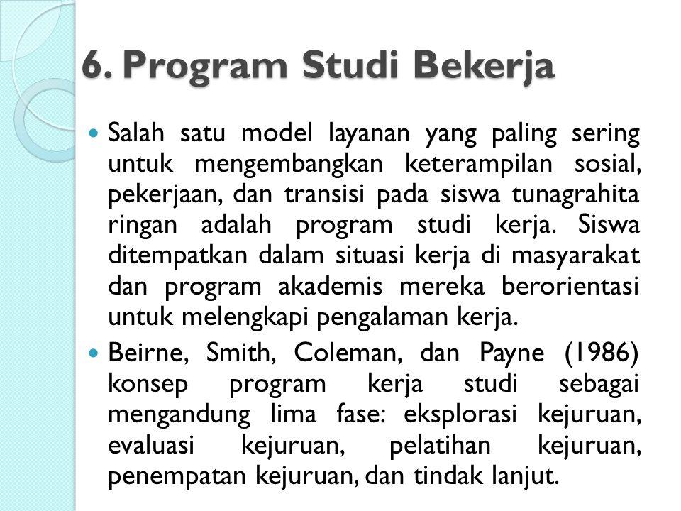 6. Program Studi Bekerja Salah satu model layanan yang paling sering untuk mengembangkan keterampilan sosial, pekerjaan, dan transisi pada siswa tunag