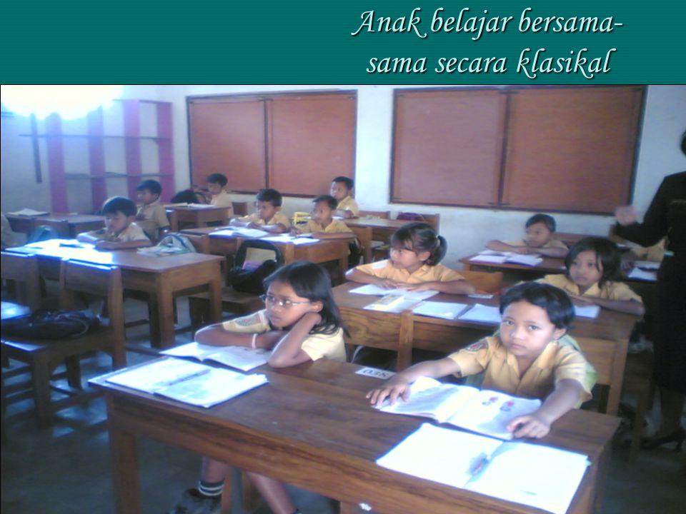 Anak belajar bersama- sama secara klasikal