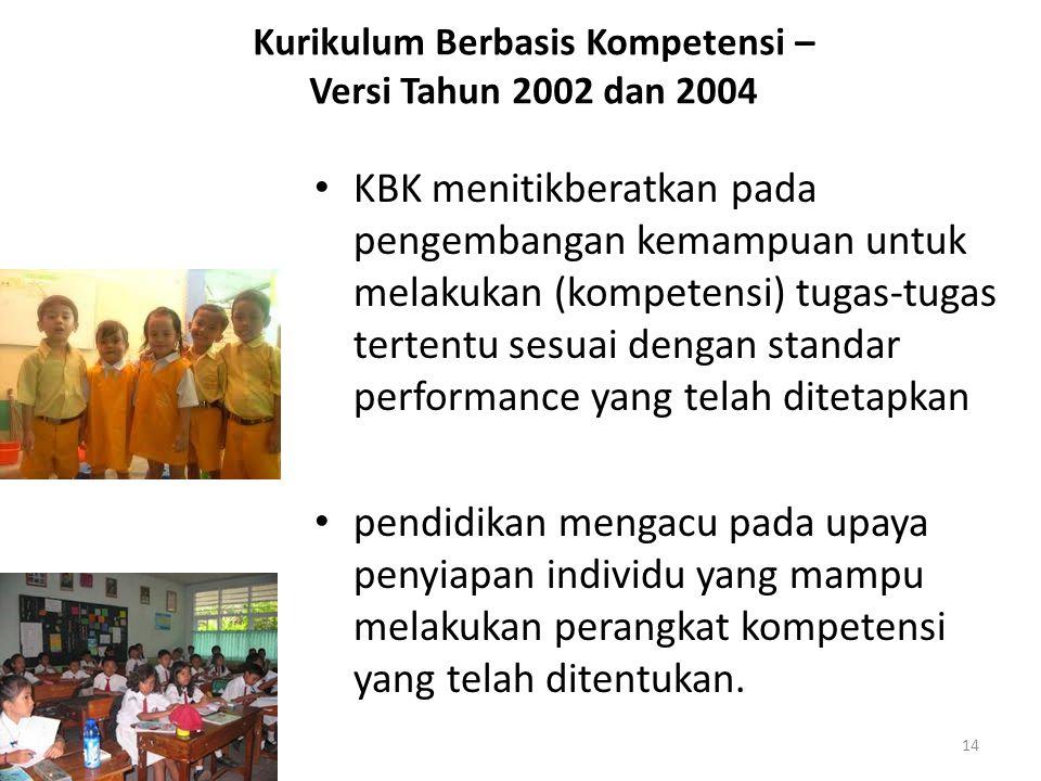 Kurikulum Berbasis Kompetensi – Versi Tahun 2002 dan 2004 KBK menitikberatkan pada pengembangan kemampuan untuk melakukan (kompetensi) tugas-tugas tertentu sesuai dengan standar performance yang telah ditetapkan pendidikan mengacu pada upaya penyiapan individu yang mampu melakukan perangkat kompetensi yang telah ditentukan.