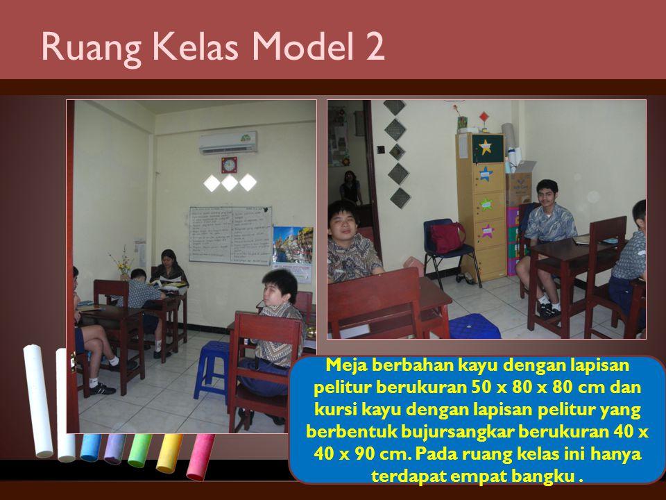 Ruang Kelas Model 2 Meja berbahan kayu dengan lapisan pelitur berukuran 50 x 80 x 80 cm dan kursi kayu dengan lapisan pelitur yang berbentuk bujursang