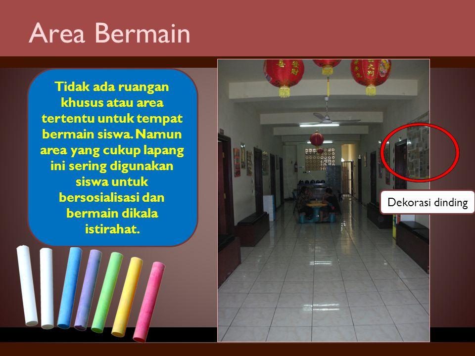 Area Bermain Tidak ada ruangan khusus atau area tertentu untuk tempat bermain siswa. Namun area yang cukup lapang ini sering digunakan siswa untuk ber