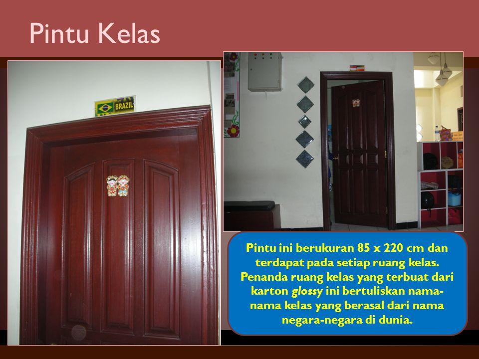 Pintu Kelas Pintu ini berukuran 85 x 220 cm dan terdapat pada setiap ruang kelas. Penanda ruang kelas yang terbuat dari karton glossy ini bertuliskan