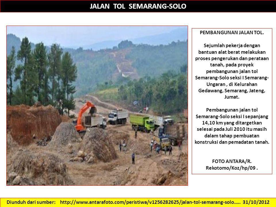JALAN TOL SEMARANG-SOLO PEMBANGUNAN JALAN TOL. Sejumlah pekerja dengan bantuan alat berat melakukan proses pengerukan dan perataan tanah, pada proyek