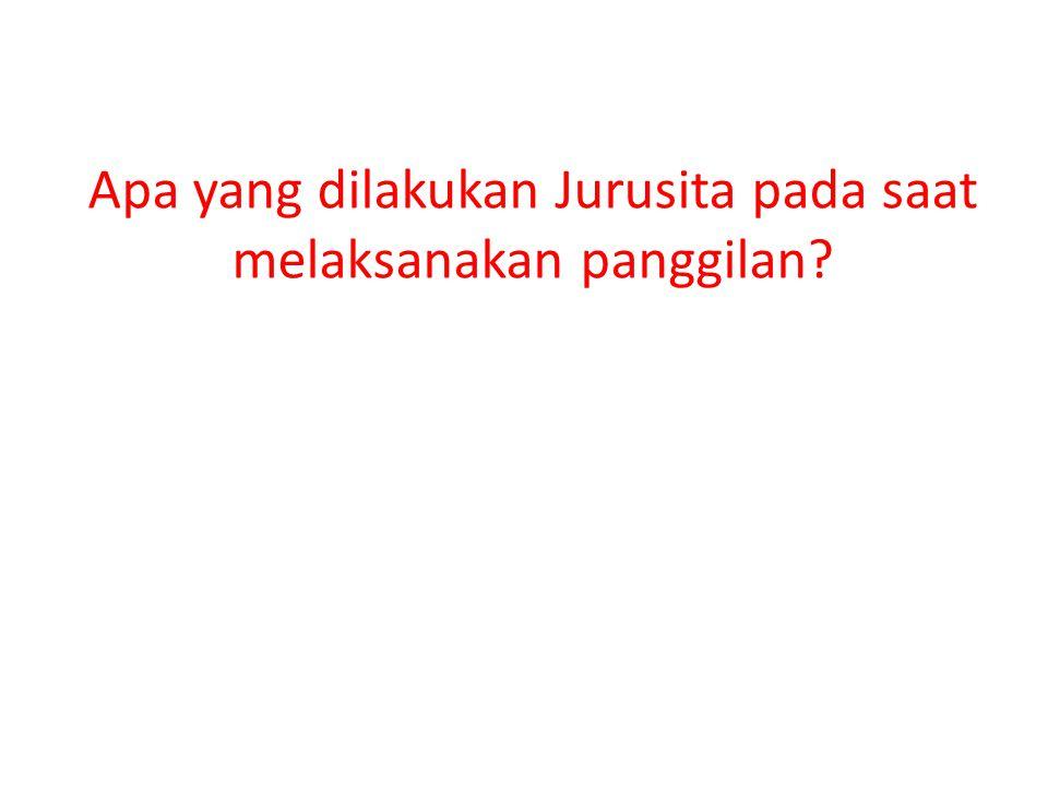 Apa yang dilakukan Jurusita pada saat melaksanakan panggilan?