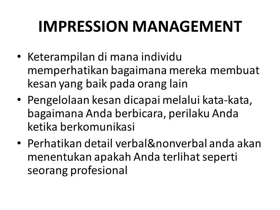 IMPRESSION MANAGEMENT Keterampilan di mana individu memperhatikan bagaimana mereka membuat kesan yang baik pada orang lain Pengelolaan kesan dicapai m
