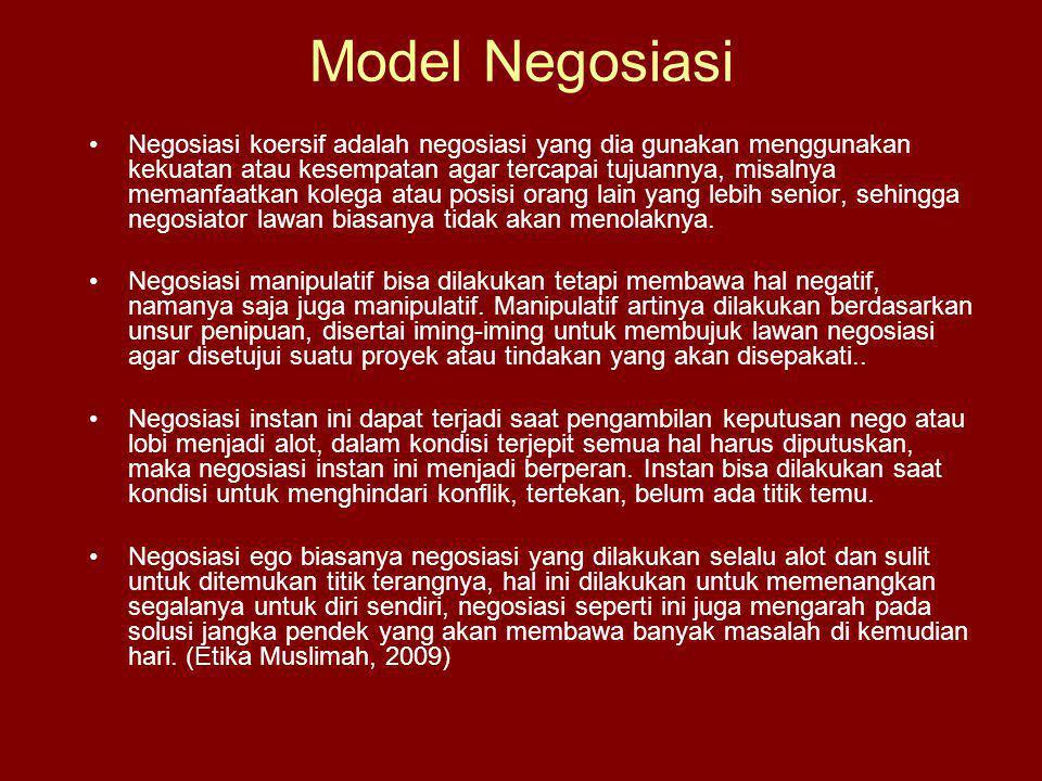 Model Negosiasi Negosiasi koersif adalah negosiasi yang dia gunakan menggunakan kekuatan atau kesempatan agar tercapai tujuannya, misalnya memanfaatkan kolega atau posisi orang lain yang lebih senior, sehingga negosiator lawan biasanya tidak akan menolaknya.
