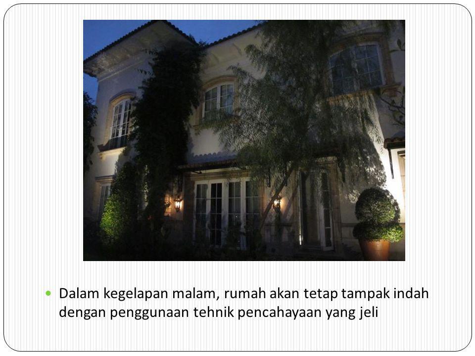 Lokasi : Jln. Lombok, Menteng Suasana malam hari