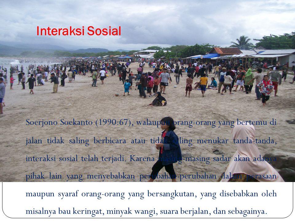 Soerjono Soekanto (1990:67), walaupun orang-orang yang bertemu di jalan tidak saling berbicara atau tidak saling menukar tanda-tanda, interaksi sosial