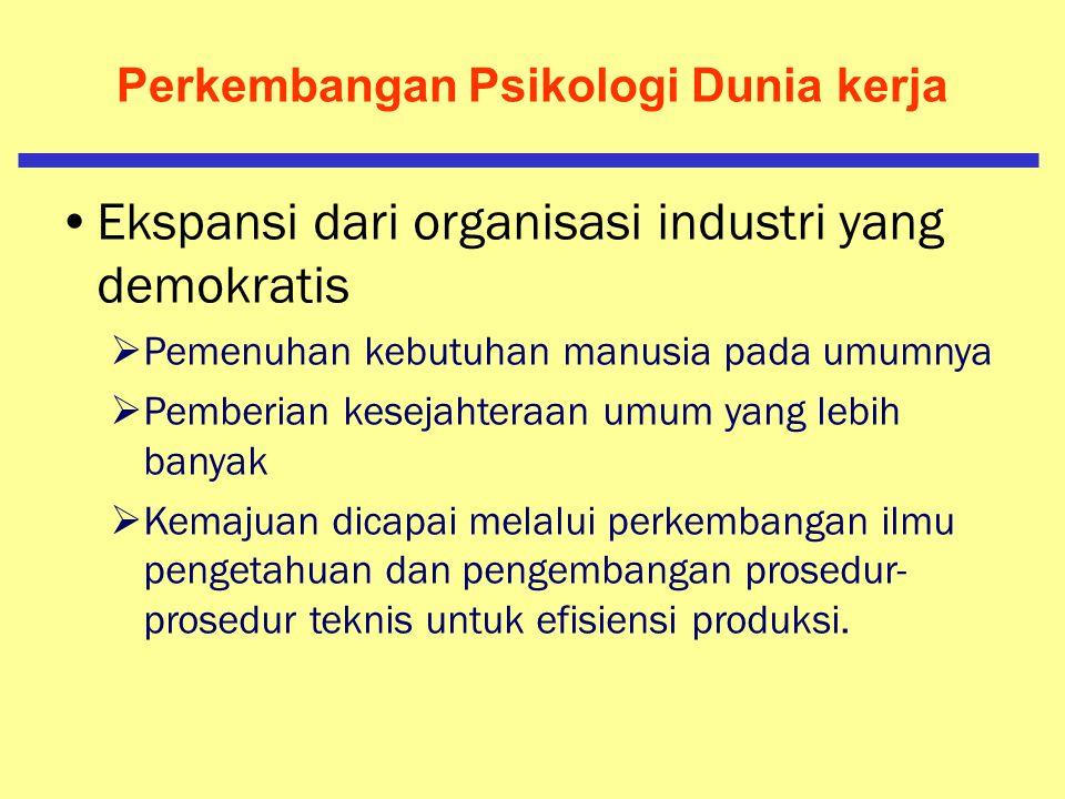 Perkembangan Psikologi Dunia kerja Fase Modern  Pengembangan teknik produksi massal Tidak ada seorangpun yang mempunyai keterampilan khusus (kecuali mendapat pelatihan khusus) Tanpa organisasi pabrik, pekerja tidak berarti apa-apa.