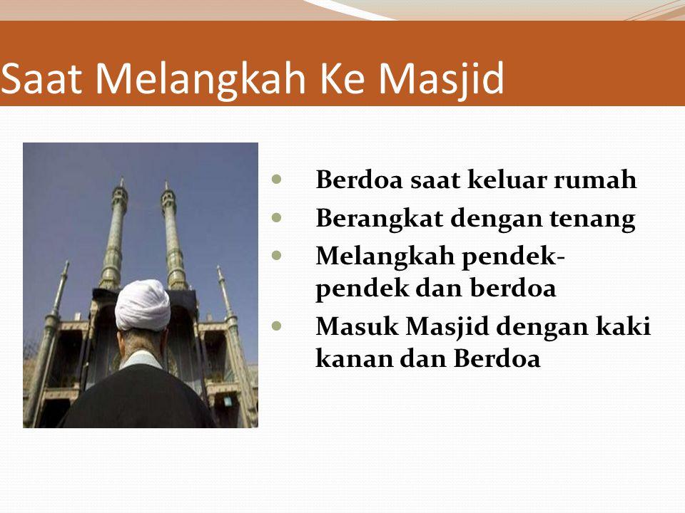 Sebelum ke Masjid Bersiwak ( HR Muslim ) لولا أن أشق على أمتي لأمرتهم بالسواك Menghindari Bau yang mengganggu ( HR Bukhori dari Jabir ) plus memakai w