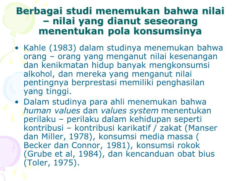Berbagai studi menemukan bahwa nilai – nilai yang dianut seseorang menentukan pola konsumsinya Kahle (1983) dalam studinya menemukan bahwa orang – ora